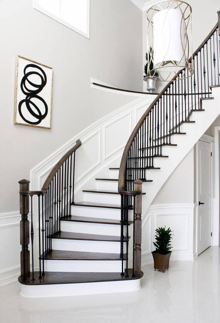 bố trí cầu thang đi thẳng ra hướng cửa chính