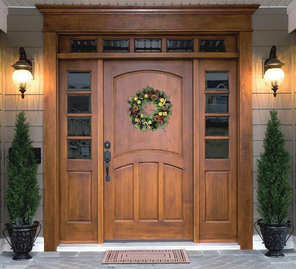 cửa chính nên mở ra hay mở vào