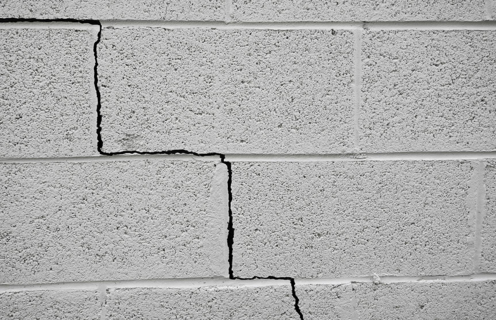 nứt tường nhà có nguy hiểm không