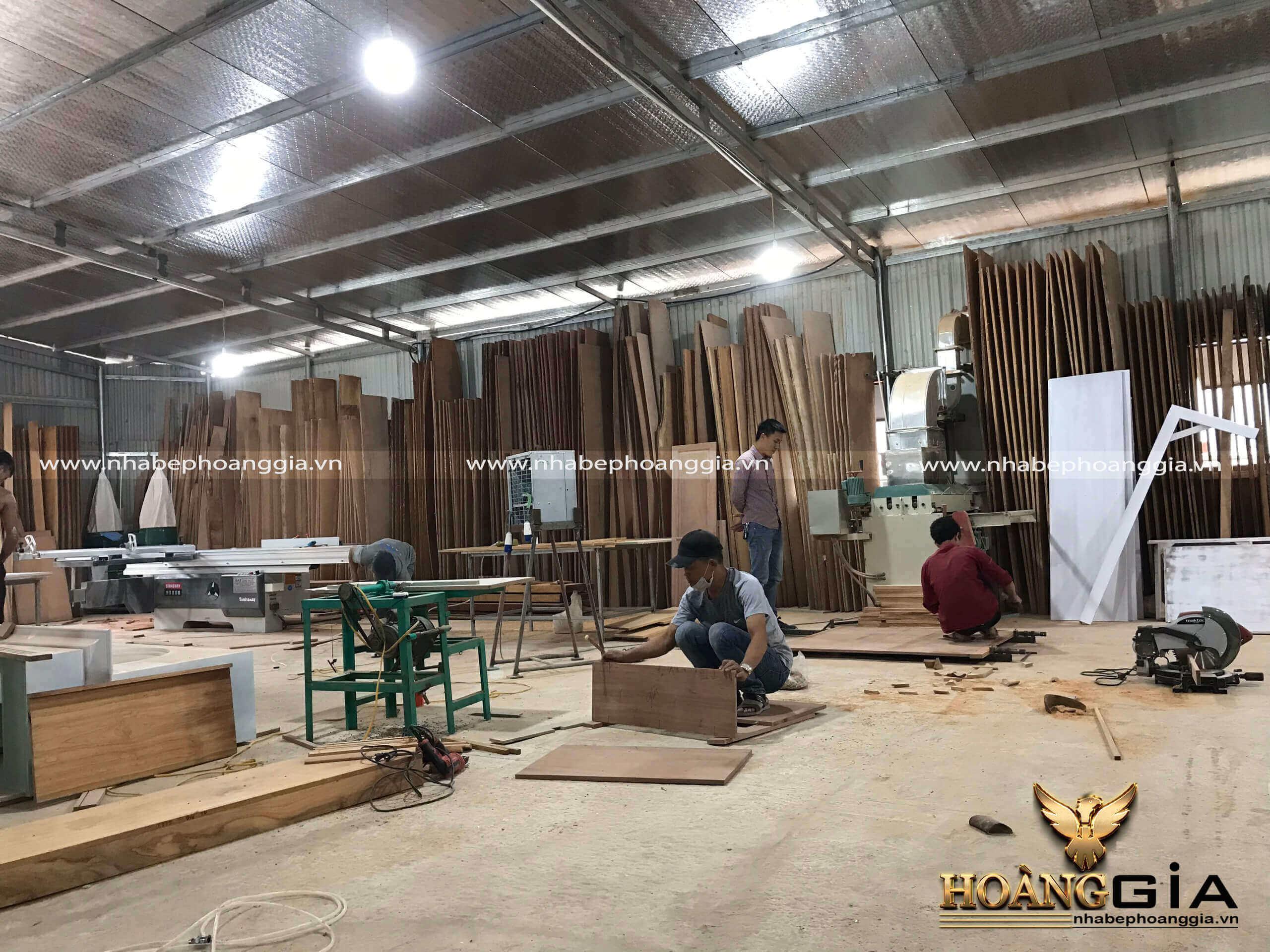thi công tủ bếp gỗ tự nhiên