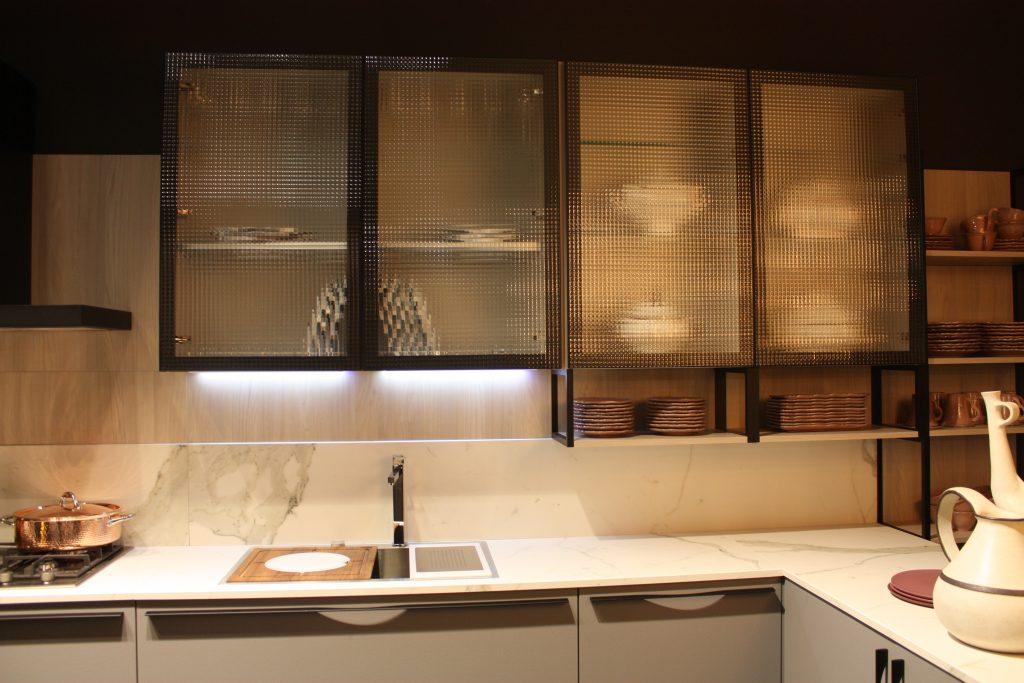 thiết kế tủ bếp cánh kính