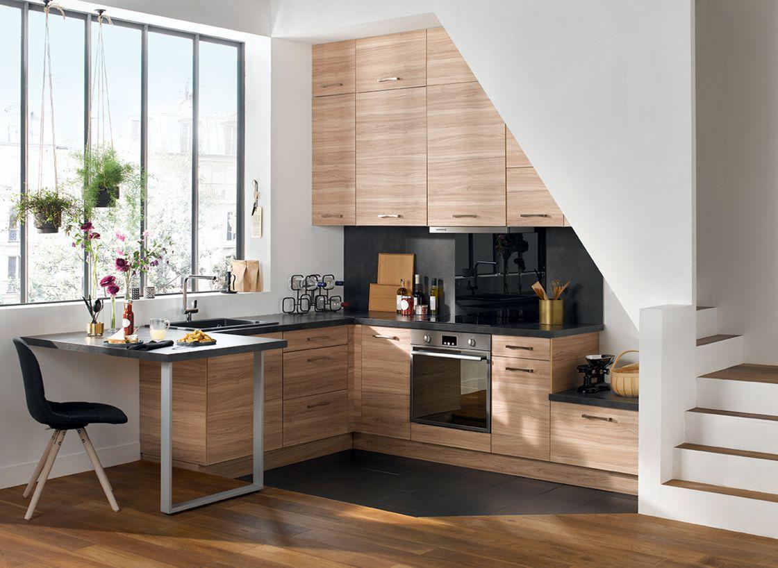 thiết kế bếp dưới gầm cầu thang