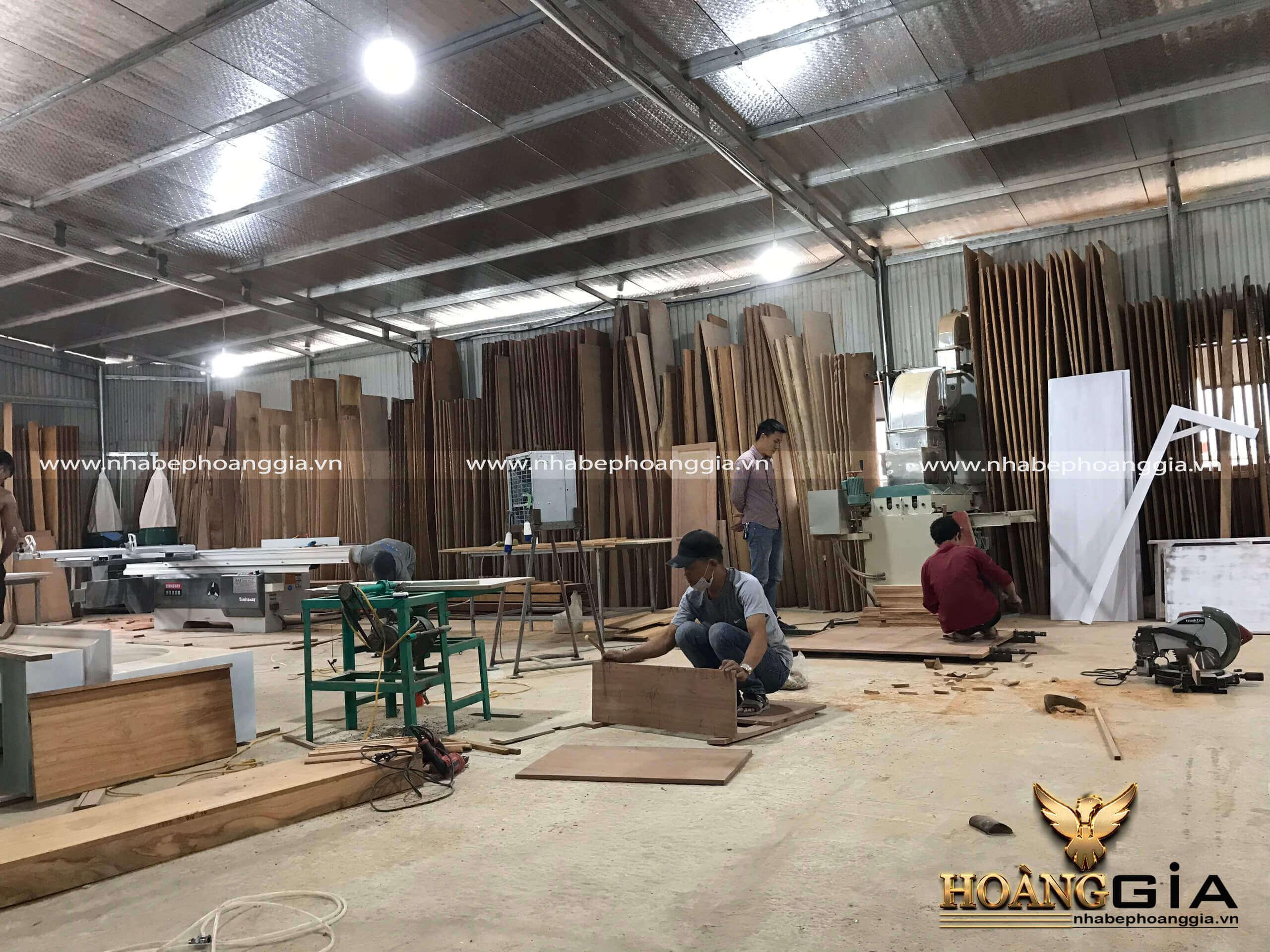 xưởng sản xuất tủ bếp gỗ Acrylic tại Hà Nội