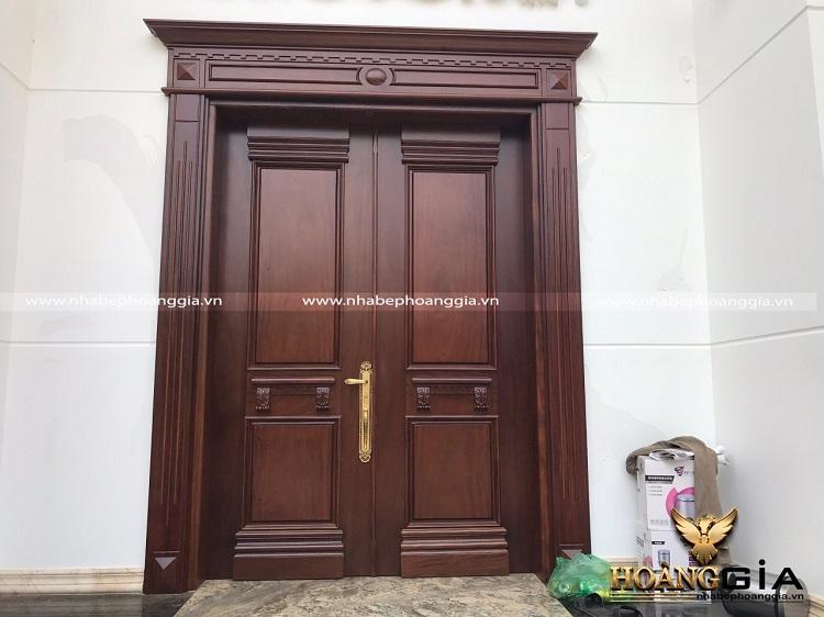 cửa gỗ bị cong vênh