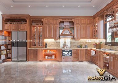 Mẫu tủ bếp đẹp gia đình chú Ngân Tây Nguyên chất liệu gỗ gõ tự nhiên